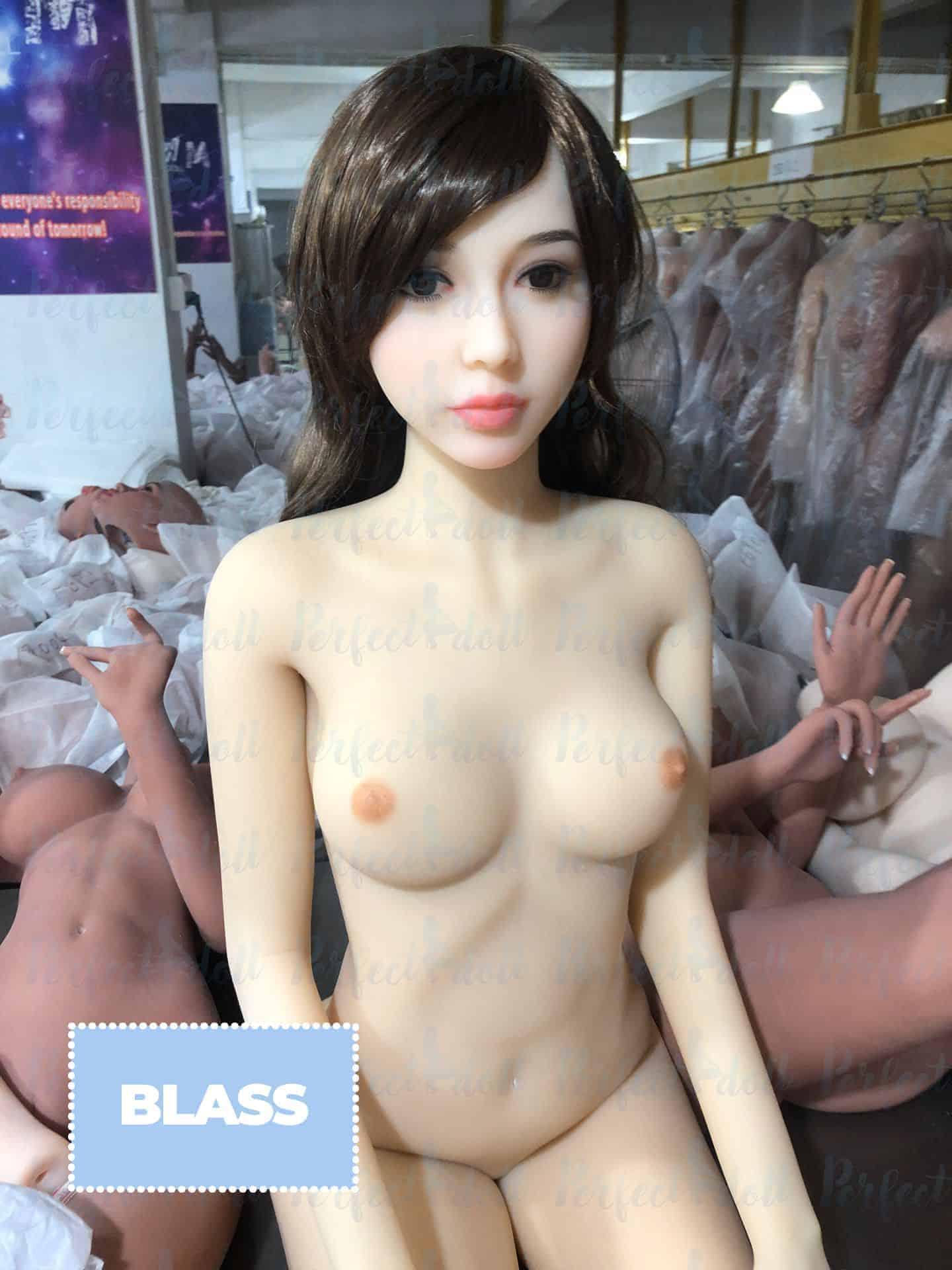 sexpuppe blasse hautfarbe